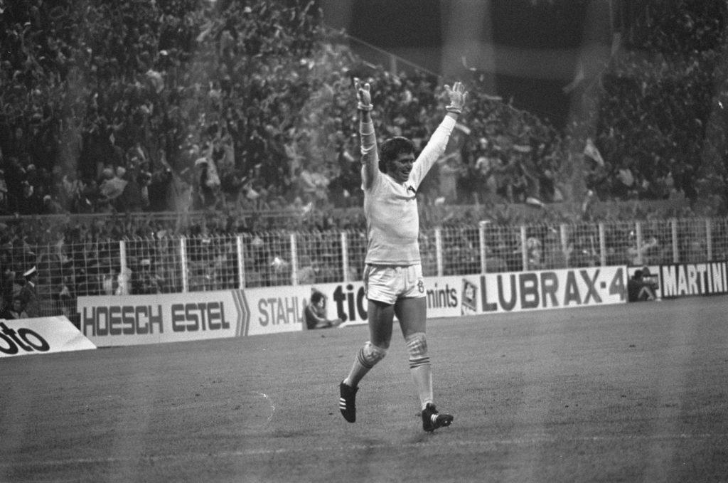 WK 1974 Nederland - Brazilie (2-0), juichend na doelpunt